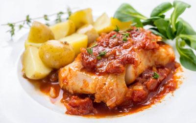 Kabeljau-Spieße mit Romesco-Sauce